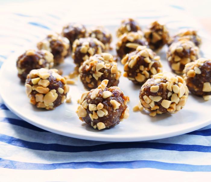 Peanut Butter Energy Bites | Hauteandhealthyliving.com