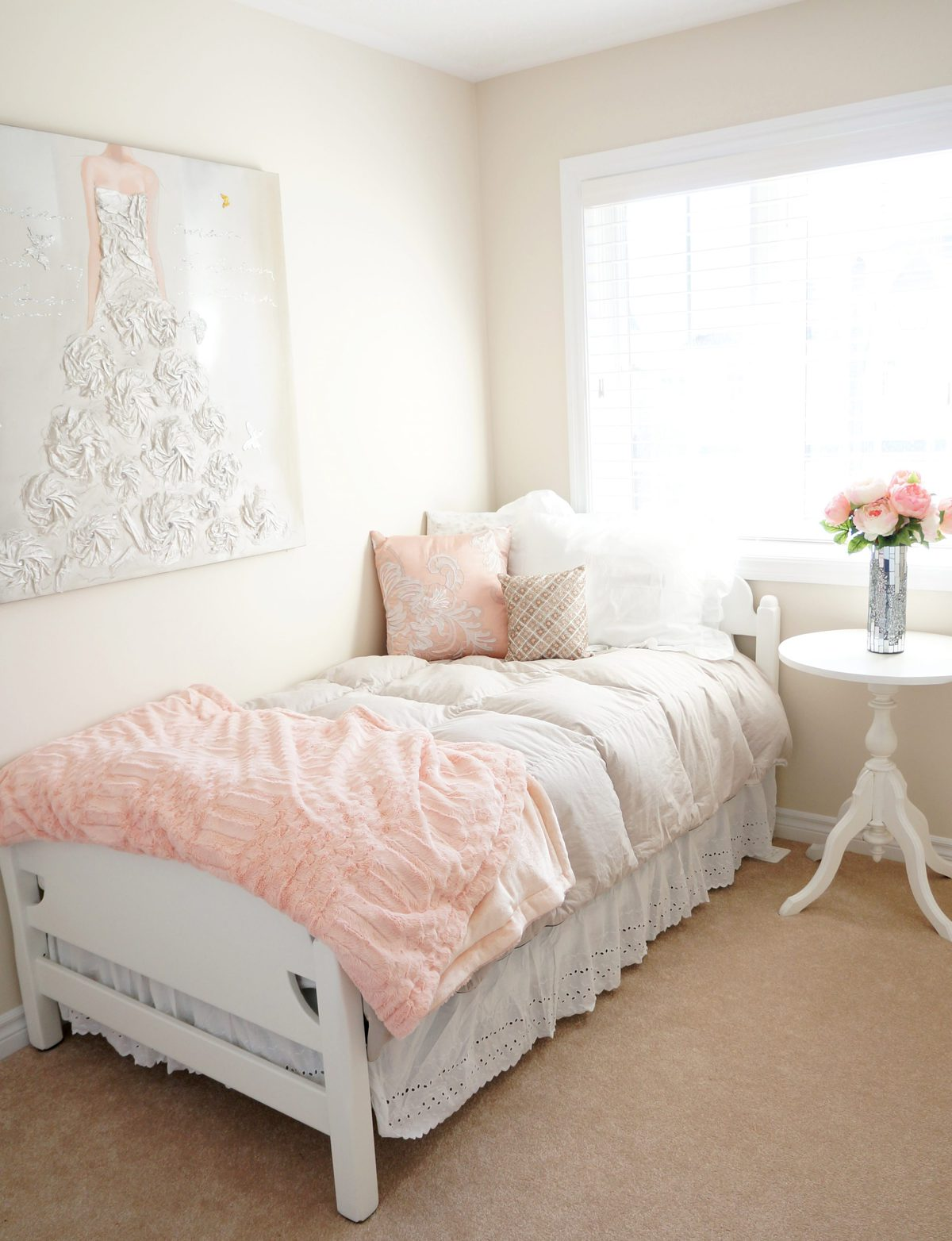 Haute healthy living blush bedroom makeover haute for Bedroom decor and accessories