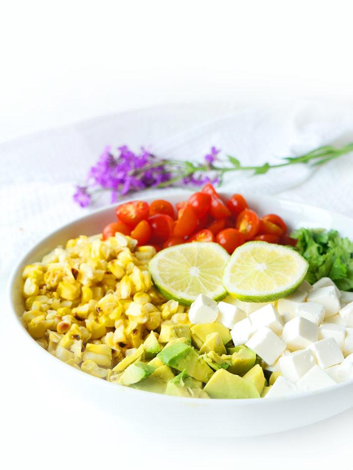 Salade de maïs, tomate et avocat grillée avec une vinaigrette au miel et au citron vert &quot;width =&quot; 700 &quot;height =&quot; 930 &quot;/&gt;</p><p>Super facile et délicieux avec un poulet ou un burger <a href=