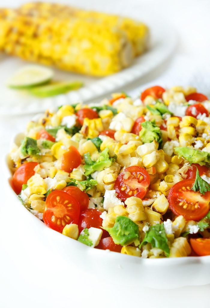 Salade de maïs, tomate et avocat grillée avec une vinaigrette au miel et à la lime &quot;width =&quot; 700 &quot;height =&quot; 1024 &quot;/&gt;</p><p>Si le maïs est au menu, je recommande de le traiter comme de l&#39;amidon et de sauter les autres grains / amidons chaque fois que possible et de l&#39;appairer avec une source de protéines (comme le <a href=