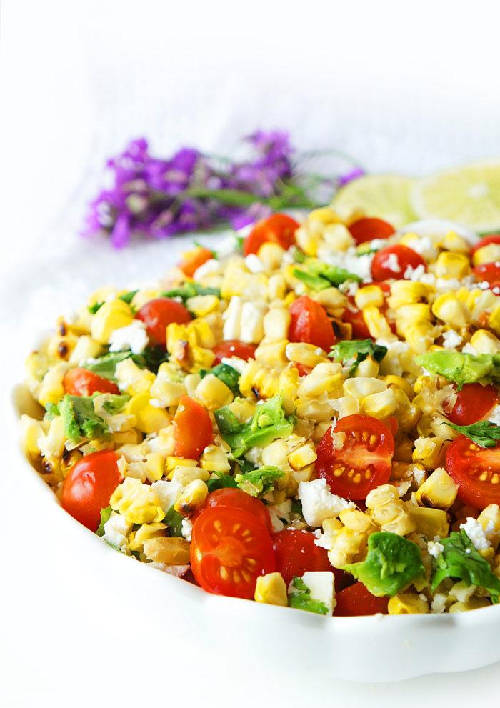 Salade de maïs, tomate et avocat grillée avec une vinaigrette au miel et au citron vert &quot;width =&quot; 700 &quot;height =&quot; 991 &quot;/&gt;</p><p></p><p>L&#39;autre jour, dans mon article sur l&#39;une de mes recettes de poulet grillé préférées</a> de tous les temps, je parlais de mon amour pour la saison du barbecue et de la création de repas sains, frais, rapides et savoureux. ]</p><p>Ne sont-ils pas les meilleurs types de repas JAMAIS?</p><p>Après un long hiver, je me concentre sur la viande et les légumes grillés savoureux, les salades rafraîchissantes et l&#39;utilisation de tous les délicieux produits de saison disponibles durant les mois d&#39;été.</p><p> <img src=