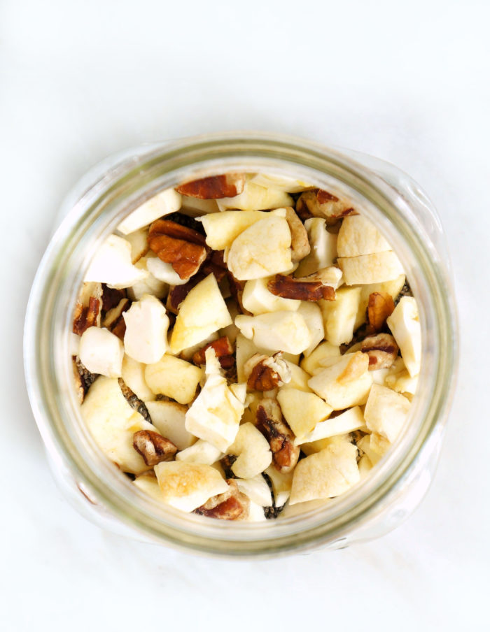 DIY Apple Pie Mason Jar Overnight Oats