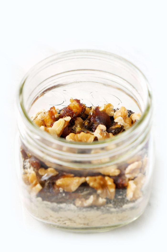 DIY Caramel Pecan Mason Jar Overnight Oats