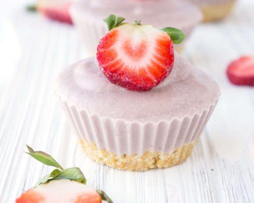 No-Bake Vegan Strawberry Cream Cheesecake Cups