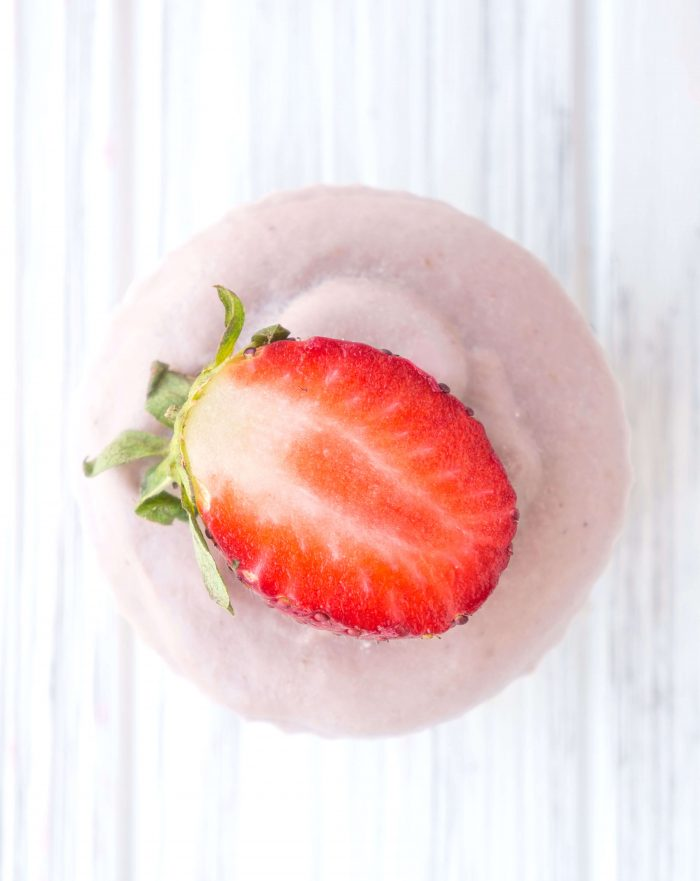 No-Bake Vegan Strawberry Cream Cheesecake Cups
