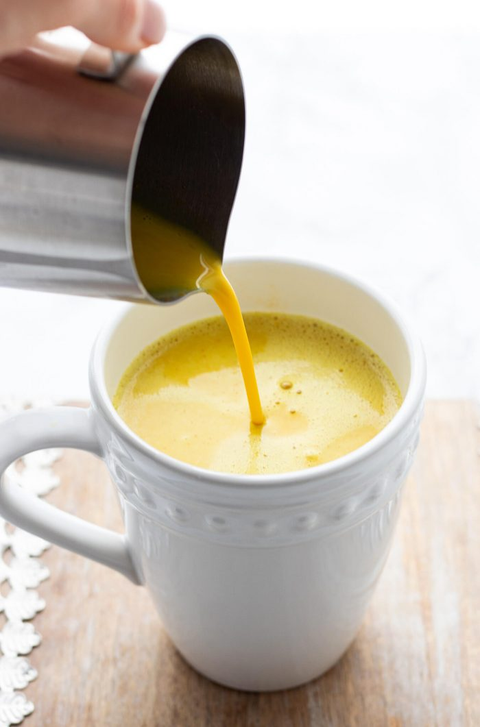 pour turmeric milk latte