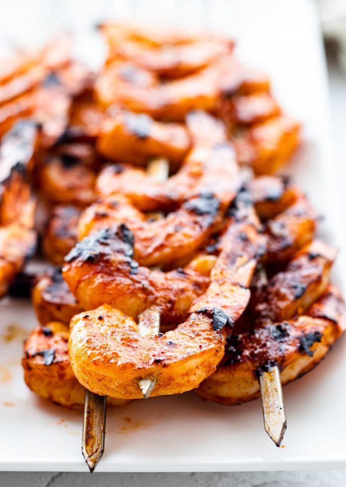 close up of grilled shrimp on a platter